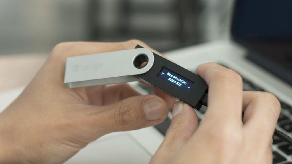 Vous avez l'accès sécurisé à votre Ledger Nano S : votre clique valide la transaction