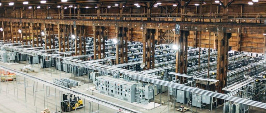 usine (ferme) de minage de crypto-monnaie, à l'échelle industrielle